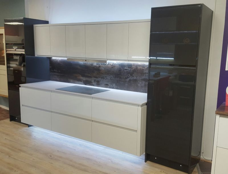 Dekton worktop and splash back  Gallery